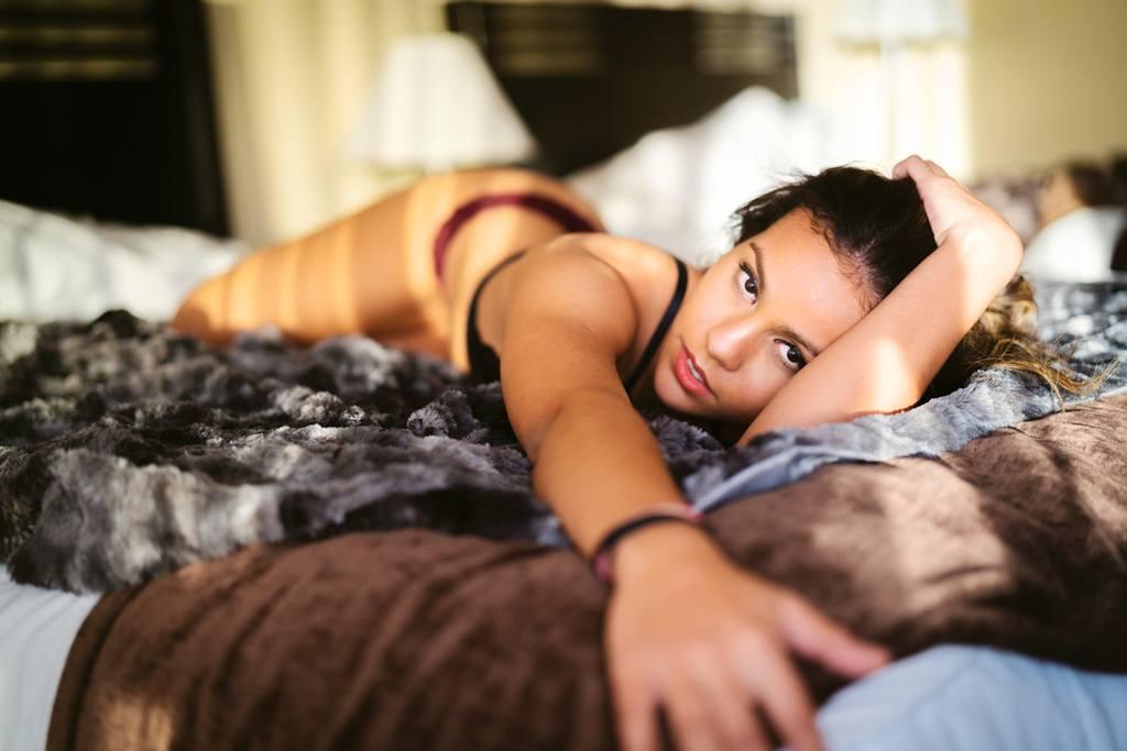 Boudoir bed reach